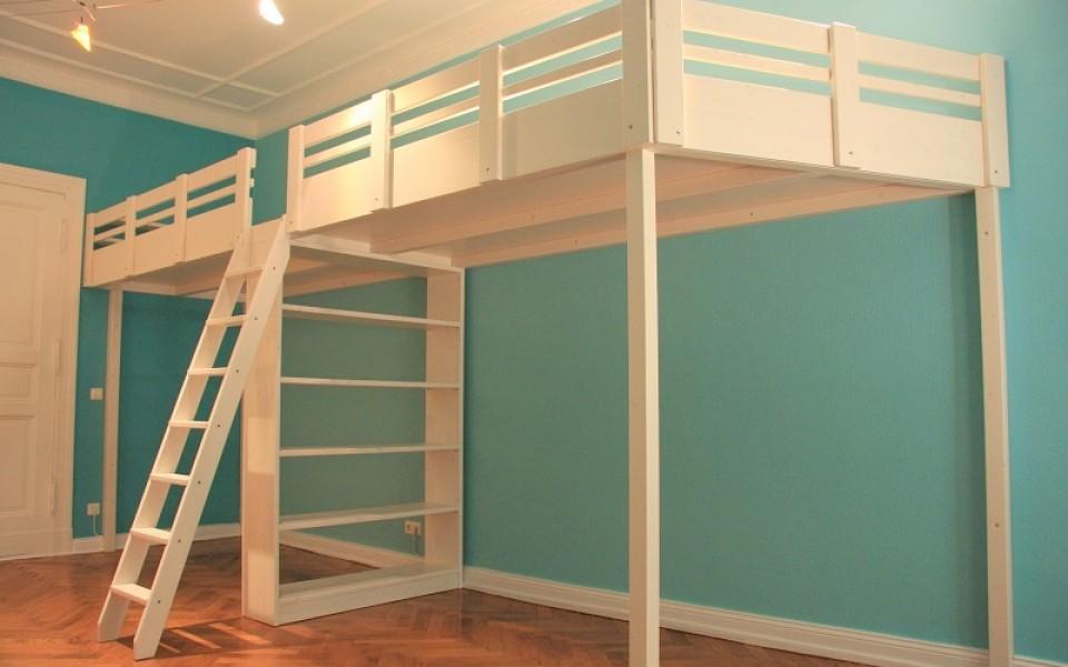 Wir gestalten ihren neuen Hochbett-Traum ganz in weiß. Dieses klasse Hochbett mit einer Länge von 4,5 m, inkludiert bei Bedarf gleich ganze 4 Matratzen in der Größe von 1,2 x 2,0m. Wir schaffen ihnen mehr Raum in ihren vier Wänden, damit sie und Ihre Kinder sich zu Hause am wohlsten fühlen können.