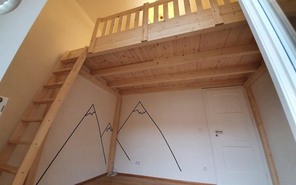 Sie haben ihre eigenen Ideen und persönliche Vorstellungen? Schreiben sie uns direkt an! Wir beraten sie gerne und gehen ausführlich auf ihre Wünsche ein. Hier sehen sie 8m² zusätzlichen Hochbett- Wohn-Raum-Traum. Create your own space! It's time fore some change.