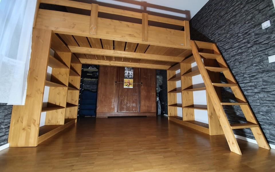 Eine Hochbett-Brücke im Raum schafft mehr Platz und kreiert new space!!! Nutzen Sie Ihre Deckenhöhe aus und befördern Sie ihr Schlafzimmer up up to the sky…