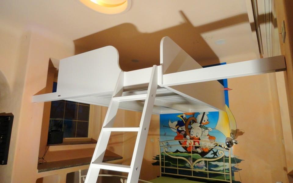 Sie haben den Platz, wir bauen Ihnen das passende Hochbett schnell und bequem im Rund-um-Sorglospaket.